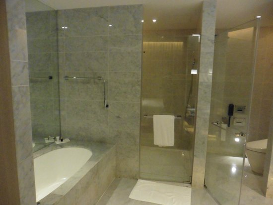 Le Meridien Taipei: Bathroom