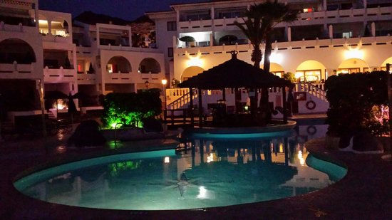 Regency Torviscas Apartments and Suites: Night