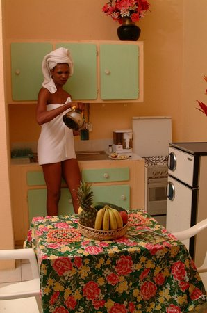 Stephanie's Hotel: Room with kichenette