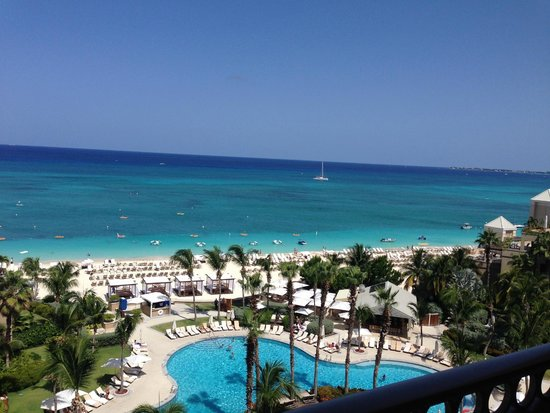 The Ritz-Carlton, Grand Cayman : Beach view