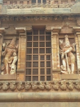 Brihadeeshwara Temple: Said to be the largest Dwarapalakas of all India