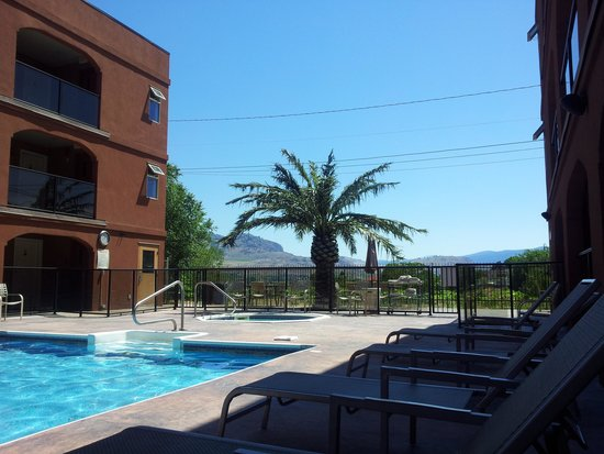 Super 8 Osoyoos : view by pool