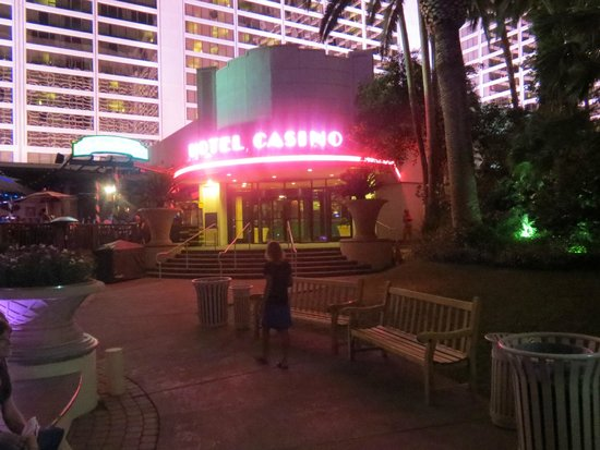 Flamingo Las Vegas Hotel & Casino: Aften i haven
