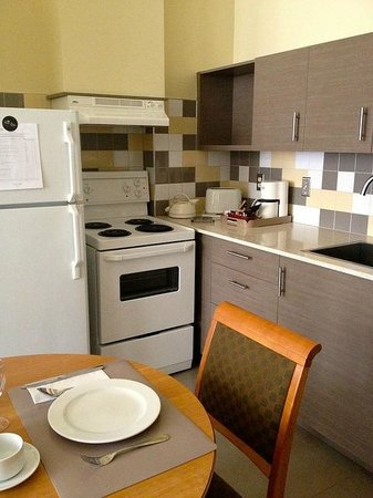 Le Square Phillips Hotel & Suites: Complete kitchen