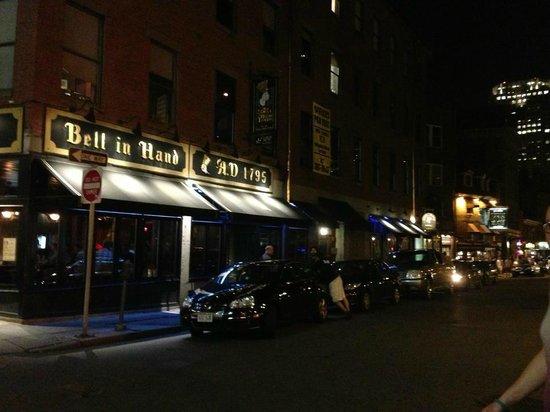 Kimpton Onyx Hotel: Local Bar,  nightlife- nearby neighborhood
