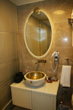 Sura Design Hotel & Suites: Bagno