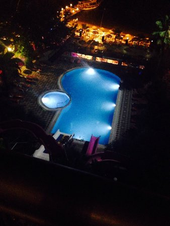 Golmar Beach Hotel: Pool all light up on a night time
