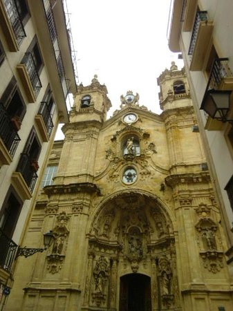 Iglesia de Santa Maria del Coro : facade Santa Maria
