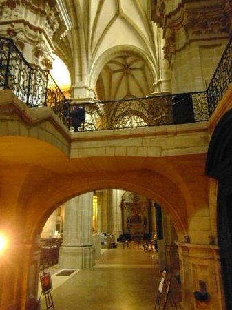 Iglesia de Santa Maria del Coro : inside Santa Maria