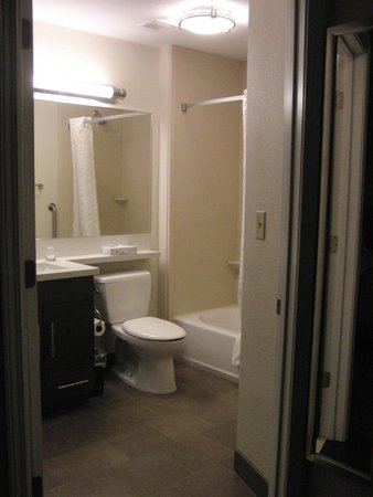 Candlewood Suites Arundel Mills / BWI Airport : Bathroom