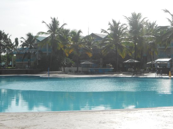 Dreams La Romana Resort & Spa : Early morning pool