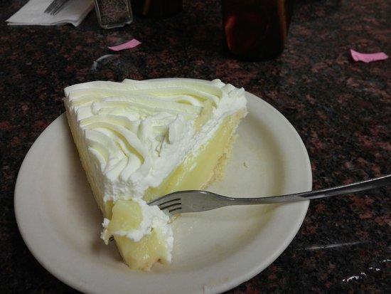 Blue Bonnet Cafe: Lemon cream pie