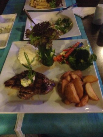 Marvista Restaurant: Steak and Salad