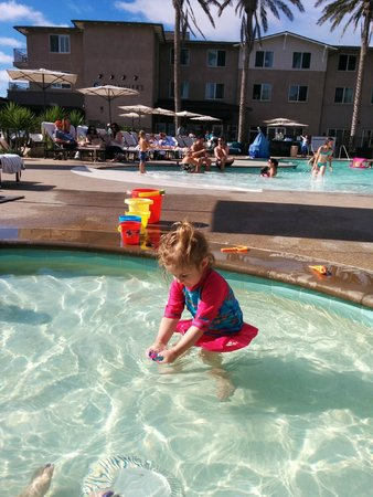 Cape Rey Carlsbad, a Hilton Resort: My daughter in the kiddie pool. She loved it