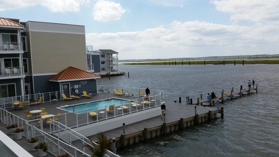 Fairfield Inn & Suites Chincoteague Island : View of the pool and bay from our balcony