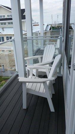 Fairfield Inn & Suites Chincoteague Island: Balcony chairs