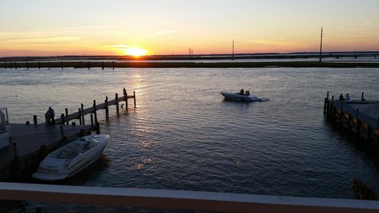 Fairfield Inn & Suites Chincoteague Island: View of the sunset from our room balcony!!