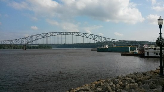 Dubuque River Rides: Mississippi River