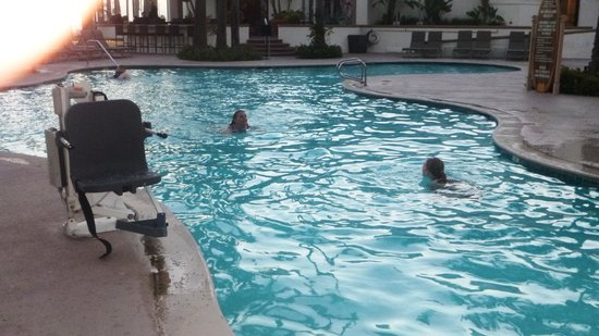 The Waterfront Beach Resort, A Hilton Hotel: pool