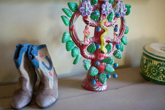 Barn Bonito: Decorated with New Mexico Folk Art