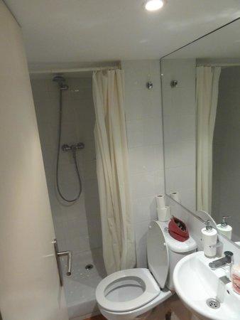 Inside Barcelona Apartments Vidreria: Bathroom