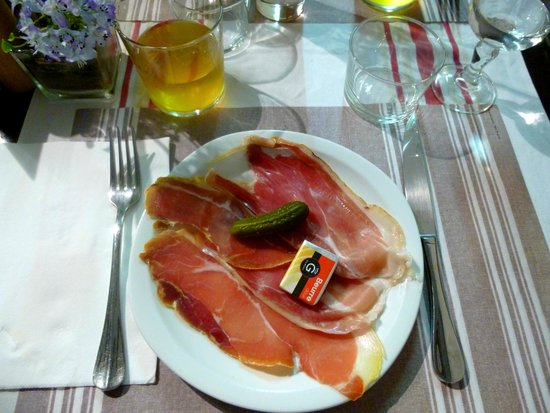 assiette de jambon de bayonne photo de auberge du petit bayonne bayonne tripadvisor. Black Bedroom Furniture Sets. Home Design Ideas