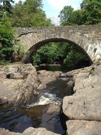 Dochart Falls: Bridge over falls