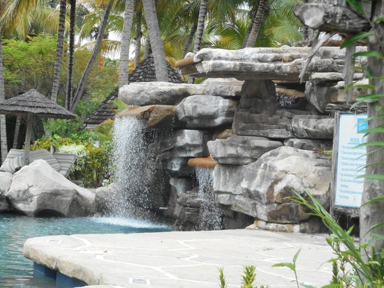 Galley Bay Resort : Waterfall at the pool