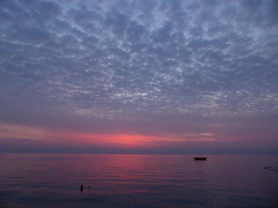 Renaissance Antalya Beach Resort & Spa: Loverly sunrise.