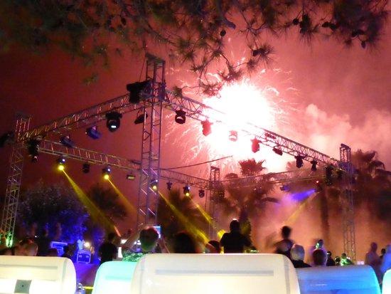 Renaissance Antalya Beach Resort & Spa: Garden party with fireworks.