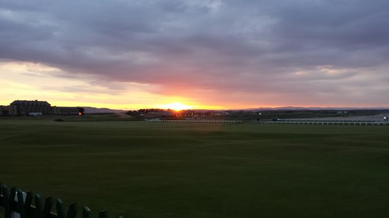Old Course Hotel, Golf Resort & Spa: Sunset over the Old Course, St. Andrews