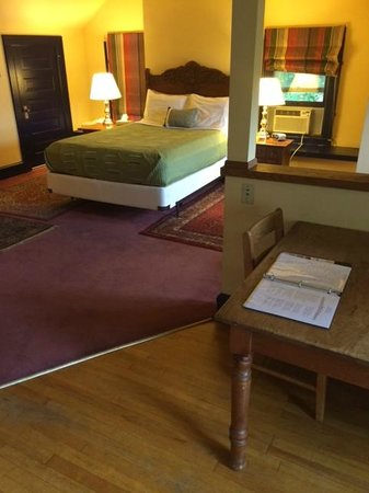 Mendota Lake House B&B: Comfortable, inviting sleeping space and kitchen table to work at.