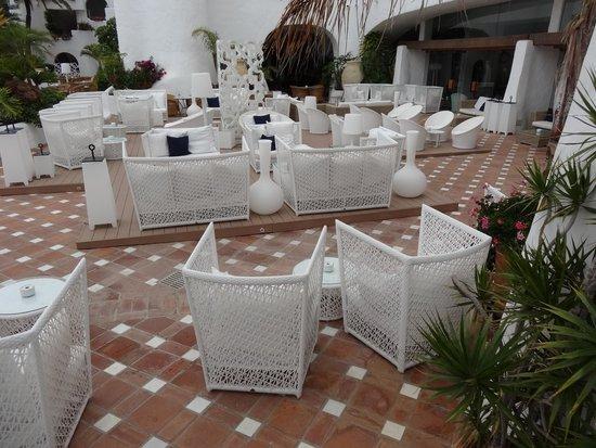 Hotel Jardín Tropical: Avond terras met life muziek