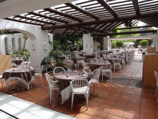 Hotel Jardín Tropical: Mimosa Restaurant open air