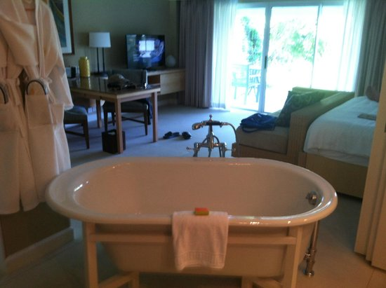 Elbow Beach, Bermuda: Bath tub