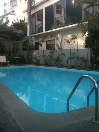 Vila Vicencia : Pool with rooms overlooking