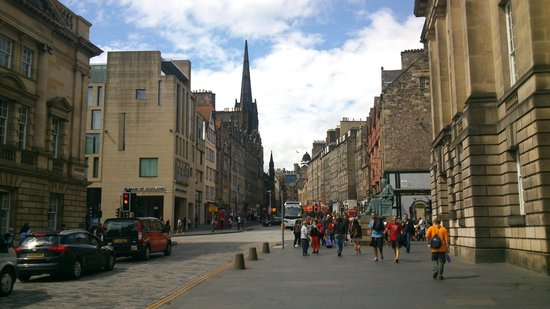 Milla Real: Royal Mile toward to the castle