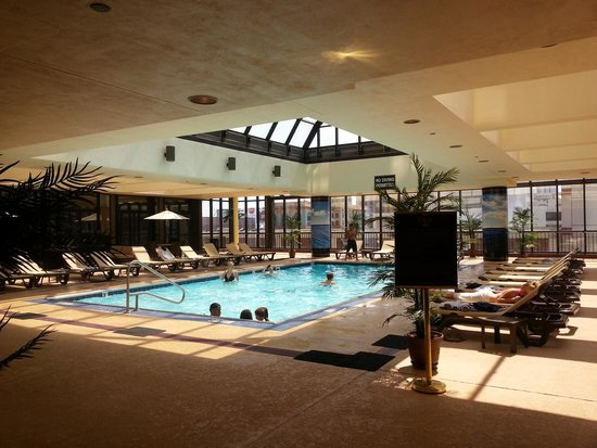 Pool and bar picture of the claridge a radisson hotel for Pool show in atlantic city