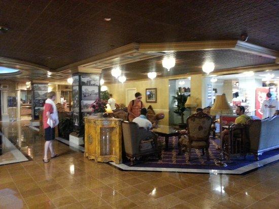 The Claridge - a Radisson Hotel : lobby gift shop