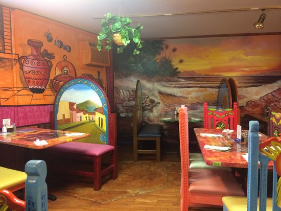 Merveilleux El Rey: Vibrant Colors And Detailed Furniture, Murals, And Tables
