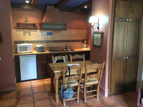 Suite Aparthotel y Spa Eth Refugi d'Aran: Cocina y comedor