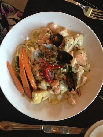 Hotel Sutter: Seafood Linguini!! Yum!