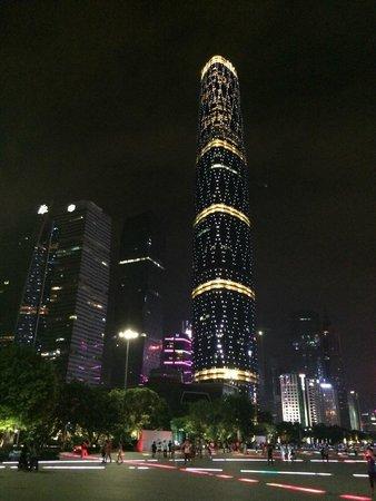 Four Seasons Hotel Guangzhou: Hotel view at Night