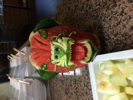 Julian Club Hotel: Fab art with the fruit every meal time