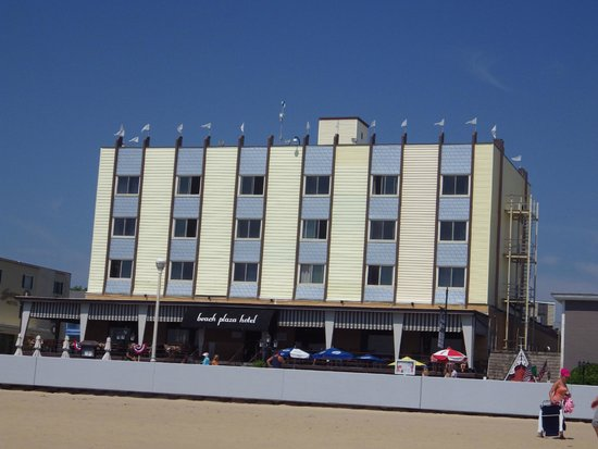 Beach Plaza Hotel : View of hotel from beach