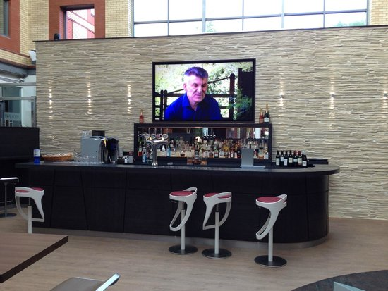 Novotel London Heathrow: The Bar