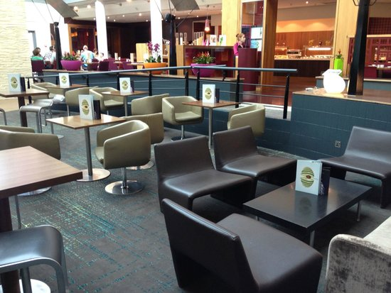 Novotel London Heathrow: The Bar area