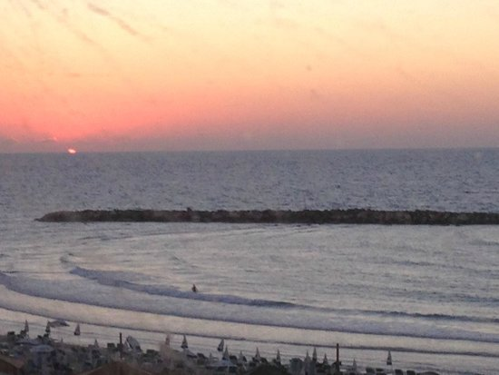 Carlton Tel Aviv : Sunset From Room