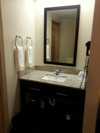Sleep Inn, Potomac Mills: Vanity area