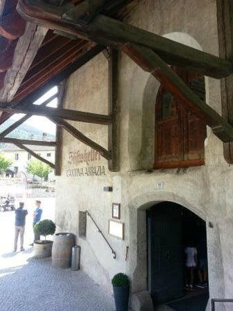 Abbazia di Novacella: abbazzia di novacella: The Restaurant Entrance